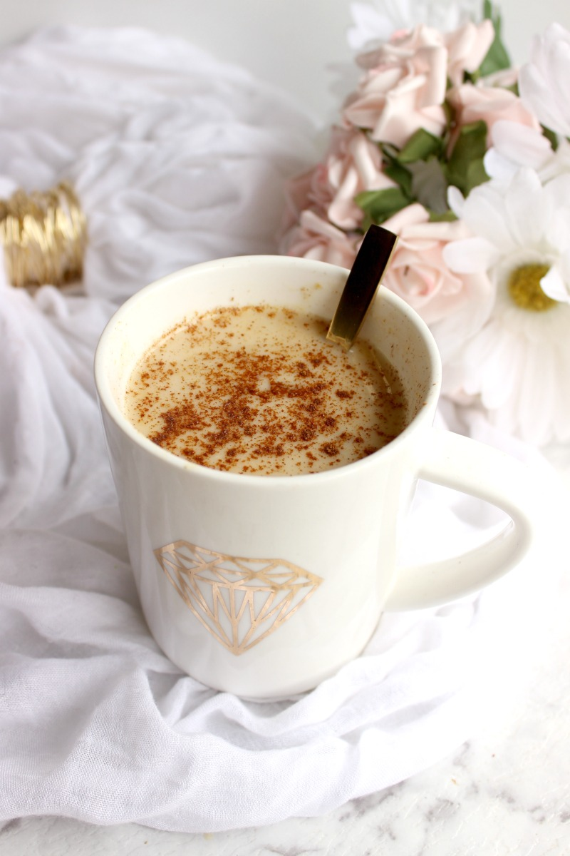 I took to my kitchen and created a delicious, creamy and HEALTHY pumpkin spice latte. The perfect alternative to Starbucks pumpkin spice latte this Fall.