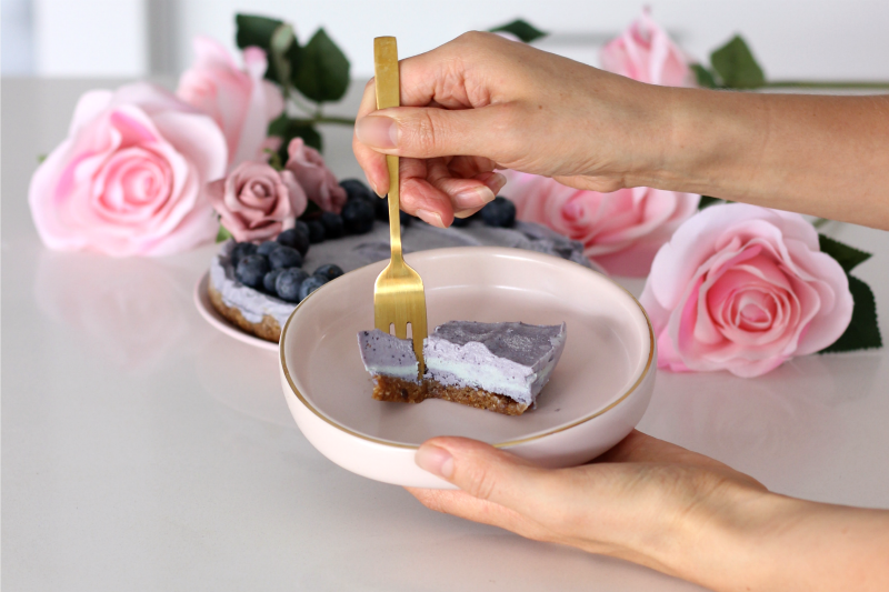 A delicious and healthy raw cheesecake fit for a kids birthday party. This mermaid cake is made using natural ingredients, sugar free and sure to win hearts